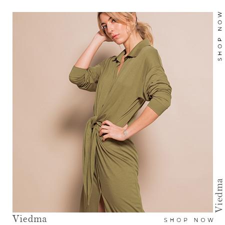 Vestido verde militar con lazada frontal
